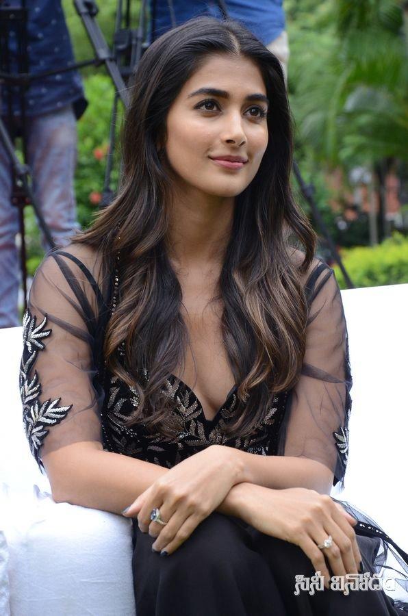 Pooja Hegde awesome pics
